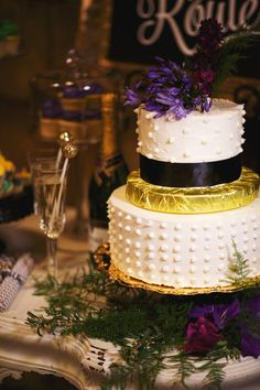 dotted wedding cake, photo by Nikki Moore Photography http://ruffledblog.com/mardi-gras-wedding-inspiration #weddingcake #swissdot