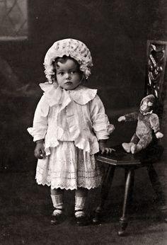 photo antique de petite fille AVEC fils nôtre / bébé - mohair articulé AVEC poupée en biscuit ous le visage de composition.
