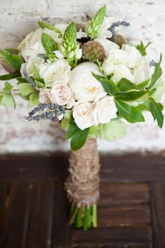 beautiful rustic wedding bouquet - yes but without the burlap