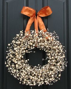 A simple #wreath of baby's breath elegantly displays your #holiday #cheer!