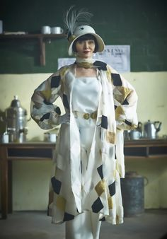 Miss Phryne Fisher (Essie Davis) in 'Deadweight' (Series 2, Episode 4) ~ I just adored this outfit!
