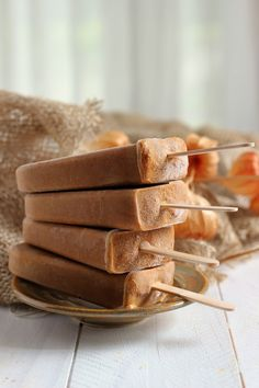 Pumpkin Spice Latte Popsicles Ingredients: 1 cup canned pumpkin puree 1/2 cup heavy cream 2 shots espresso 1/8 tsp. nutmeg 1/2 tsp. cinnamon Pinch of ginger Maple Syrup to sweeten, to taste Instructions:Combine all the ingredients in a small bowl. Stir until fully mixed, and then pour into popsicle molds.