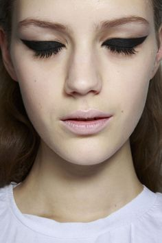 cats, pastel, cat eyes, makeup, extrem cat, beauti, hair, black eyelin, kisses
