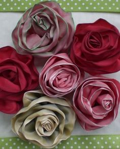 •❈• Roses made from wired ribbon  Nice instructions with pictures to help your DIY along.  You could use these to accent just about anything in your home.