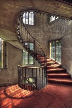 staircase inside the abandoned Chateau Jbb in Francy. (kleiner uRbEx hobbit, via Flickr).