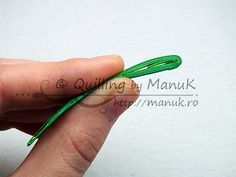 Quilled Grass Tutorial 10 - http://manuk.ro/en/2013/04/quilled-ladybugs-in-the-grass-with-tutorial/