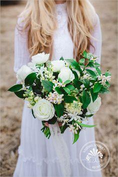 DIY White Wedding Bouquet   Wedding Chicks