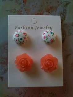 button earrings set.
