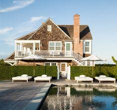 CHIC COASTAL LIVING: Hamptons Beach House: A Wainscott Beauty .
