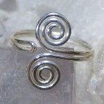 Simple adjustable toe ring design