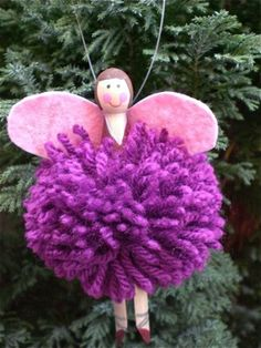clothespin fairies. Pom pom, clothes pin and paint. EASY!