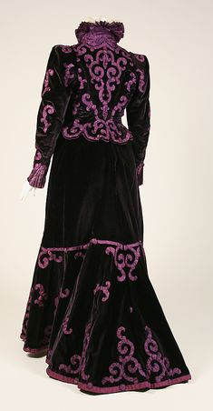 Evening suit by House of Paquin, late 1890s, France, the Met Museum. Back view
