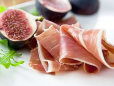 Air-dried ham, with figs.