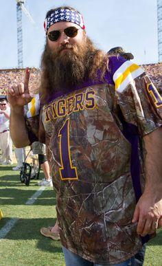 Willie Robertson shows where his #SEC allegiance lies. #LSU