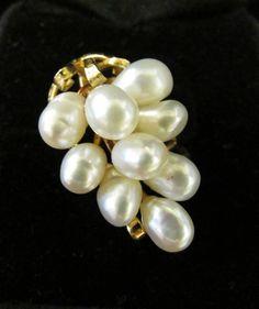 Mings 9 Pearl ring unusual
