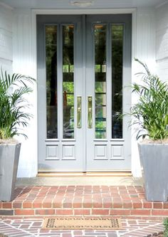 I love these shiny grey lacquered doors! Talk about curb appeal brightboldbeautiful.com
