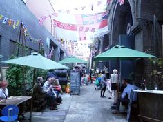 Maltby Street Food Market.  Saturdays 9h-14h.  10min from London Bridge. (cf Little Bird)