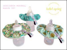 New spring prints! Le bibble baby bottle bib. #mint #blush #golddots #babybottle #ecofriendly #babygift #lebibble  www.lebibble.com