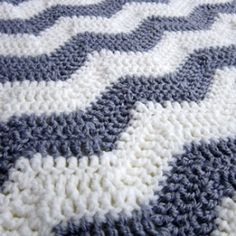 I made a gender-neural chevron baby blanket for a mama-to-be. Pattern included.