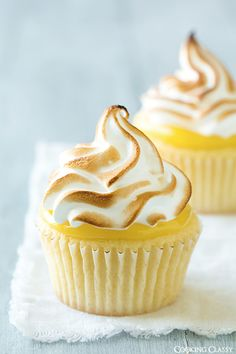 Lemon Meringue #cupcakes #recipe We love a lemon cupcake but these just take it to another level. Absolutely lovely with that lemon curd!! :-) #cupcakerecipes