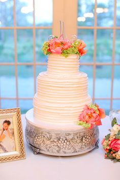 Elegant white wedding cake with real flowers   Rustic Formal Texas Wedding At Elmwood Gardens   Photograph by Photography by Gema  http://storyboardwedding.com/rustic-formal-texas-wedding-elmwood-gardens/