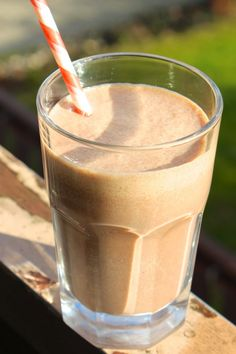 banana peanut butter chocolate smoothie {healthy}