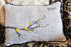 DIY Spring Burlap Bloom Pillow! #burlap #pillows