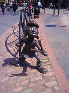 Minnie the Minx sculpture in Dundee, Scotland. Our tips for things to do in Dundee: http://www.europealacarte.co.uk/blog/tag/what-to-do-dundee/