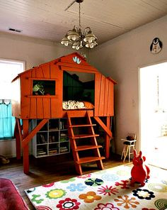 treehouse bed: I want one!! (for the girls, of course!).