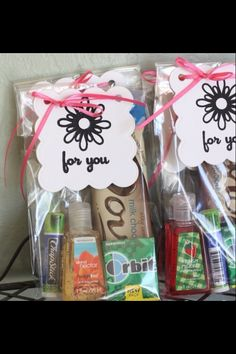 Simple thank you gift idea for someone that helped you through a tough time or even helped you in a small way. Fill with chocolate, gum, germ-x, chapstick & other small simple goodies!
