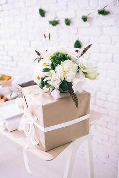 Image Via: Design Love Fest holiday, arrang idea, paper party, flower arrang, gift, anthropology, brown paper packages, design, parti