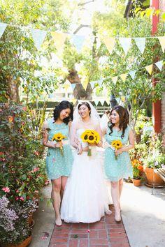 adorable #bridesmaid dresses + fabulous sunflower #bouquets