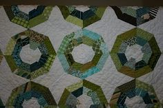 http://hyacinthquiltdesigns.blogspot.com/2012/02/colorist-final-reveal.html  Interesting way of placing fabric in a Spiderweb quilt