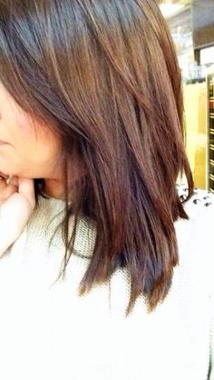 long side bangs and layers in shoulder length hair