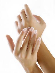Hacer crema para manos y uñas. Crema para uso diario, que regenera las células de la piel, suaviza y ayuda a regenerar las uñas manteniédolas fuertes. Ayuda a combatir la sequedad.