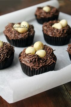 Banana Chocolate Cupcakes With Macadamia Nut Butter Frosting Recipes ...