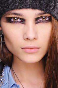Punky Egyptian eyeliner