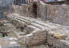Circ de Tàrraco: fragment de la graderia (cavea)    Roman circus of Tarragona: seats (cavea).