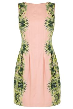 Softly structured with expert seaming to flatter your waist the Katrianna Dress is the perfect summertime dress. With the tropical scenic print and piped edges this dress closes with a concealed back zip. Fully lined for ultimate comfort this dress is 66 cm/ 26 inches in length from underarm to hem.