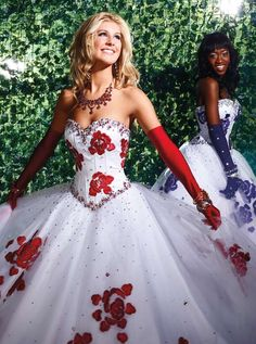 This is the prettiest prom dress ever! @thecoolbook.com