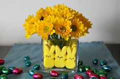 Your kids can easily make this Easter flower arrangement!