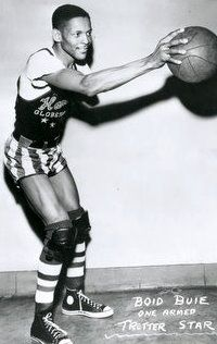 One-armed Boid Buie joins the Harlem Globetrotters and averages 18 points per game!