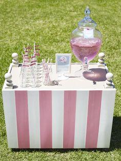 pool parties, flamingo party, pink flamingos, flamingo pool, strawberry lemonade, pink lemonade, sweet style, drink stations, party drinks