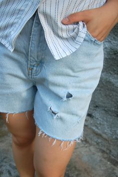 How to Make Distressed Jeans in 9 Steps