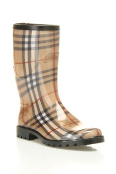 #Burberry Rain Boots.  #fashion model #2dayslook #model #topfashion  www.2dayslook.com