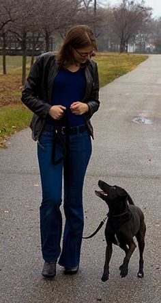 6 Ways to Thwart an Off-Leash Dog Rushing You and Your Dog | Dogster