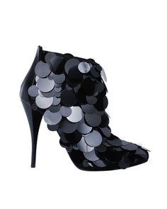 Shoe with black Paillettes