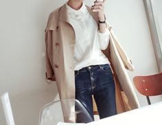 Trench and white shirt - classic