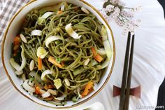 Cold Soba Noodle Salad with Honey Ginger Soy Sauce. Yum!! #sobanoodles
