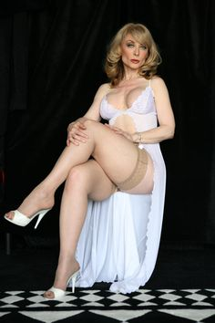 What an attractive mature lady!  >> Nina Hartley